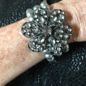 Jewelry - VINTAGE JEWELED METAL & STRETCHY BRACELET 💗